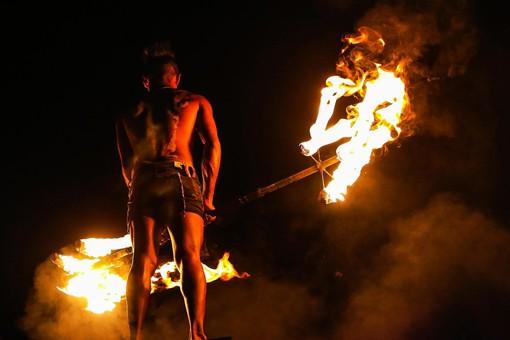 Feuer- und Fakirshow